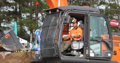 Riki Lum wins 25th national excavator competition